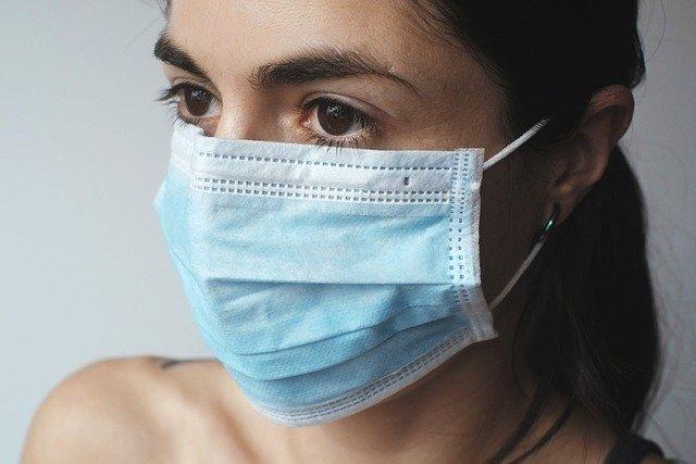Il Coronavirus resiste sulle mascherine per 4 giorni il documento dell'Iss