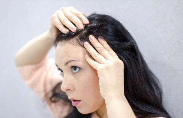 È vero che se si strappa un capello bianco